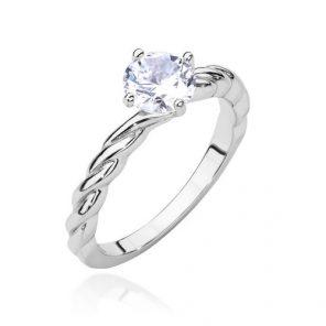 srebrny pierścionek z zaplecioną szyną i cyrkonią